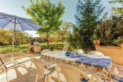 Maison de vacances confortable avec terrasse à Cazalswith