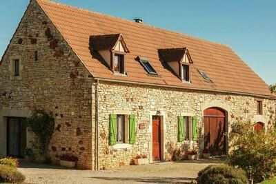 Maison de vacances ancienne avec terrasse à Lavercantière