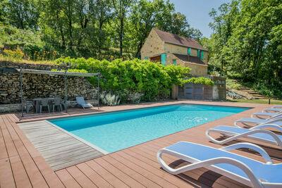 Belle demeure avec piscine privée à Lavercantière