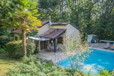 Jolie maison de vacances avec jardin à Saint-Martin-le-Redon