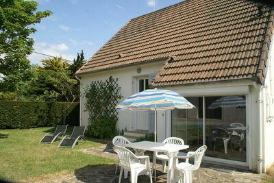 Belle maison de vacances à Saint-Germain-sur-Ay avec jardin