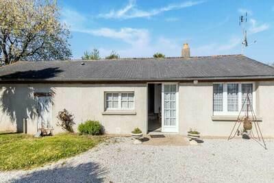 Belle maison de vacances avec jardin à Montaigu-la-Brisette