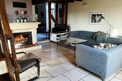 Maison chaleureuse avec terrasse à Droyes en France
