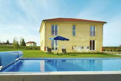 Maison de vacances spacieuse à Lotharingen, piscine privée