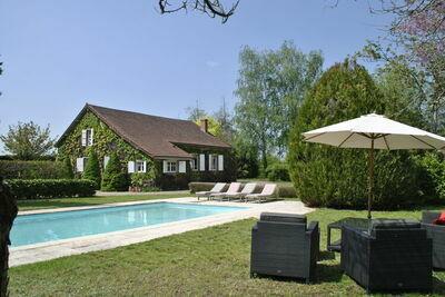 Magnifique demeure avec piscine en Bourgogne