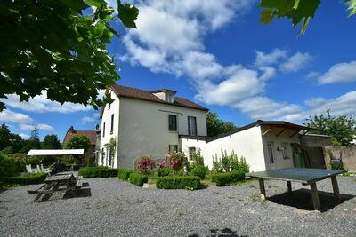 Belle maison de vacances à St-Honoré-les-Bains avec jardin