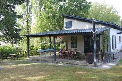 Maison de vacances moderne près de la forêt en Bourgogne