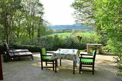 Belle maison de vacances avec terrasse à Onlay, Bourgogne