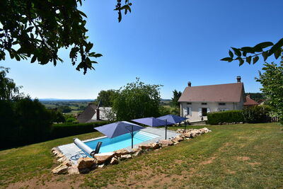 Magnifique maison à Martigny-le-Comte avec piscine