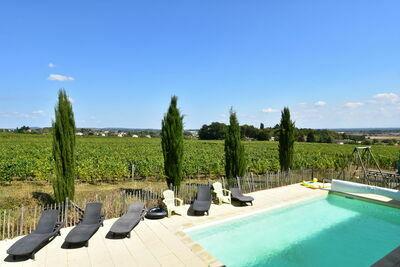 Demeure spacieuse avec piscine à Vinzelles