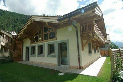 Chalet cosy avec jacuzzi extérieur dans les Alpes françaises