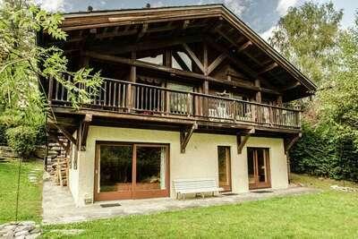 Chalet en bois avec vue sur la montagne à Chamonix
