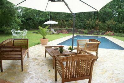 Belle maison de vacances avec piscine à Montaigu-de-Quercy