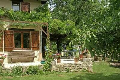 Maison de vacances avec piscine au calme à Parisot