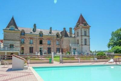 Maison de vacances spacieuse avec piscine à Espalais France