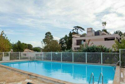 Maison de vacances élégante avec piscine, jardin, court de tennis