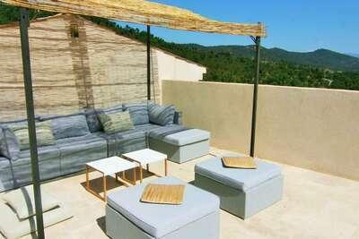 Maison moderne avec terrasse de toit, près de Sainte Maxime