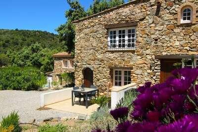 Maison moderne avec terrasse, près de Sainte Maxime