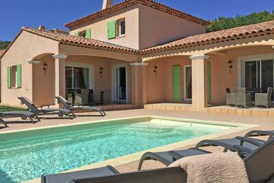 Maison de vacances cosy au Plan-De-La-Tour, piscine privée