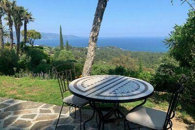 Villa confortable avec piscine privée à Bormes-les-Mimosas