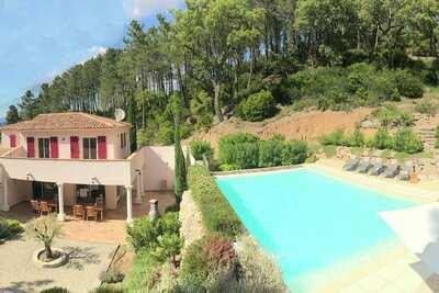 Villa contemporaine avec piscine au Muy