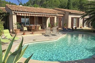 Villa individuelle avec piscine privée et vue dégagée, près du village de Lorgues