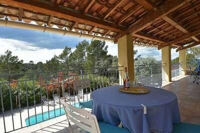 Confortable villa avec piscine privée, 30km de la côte d'Azur