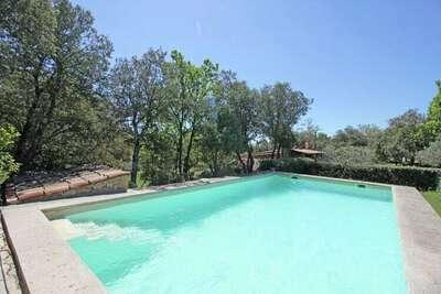 Luxueuse maison de vacances avec piscine à Cotignac