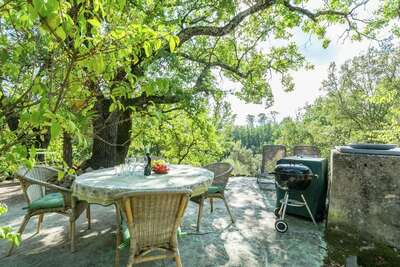 Belle villa à Entrecasteaux au bord de la rivière