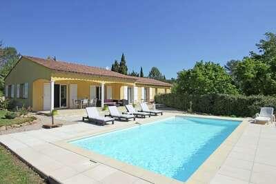 Villa adaptée aux enfants à Bagnols-en-Forêt, piscine privée