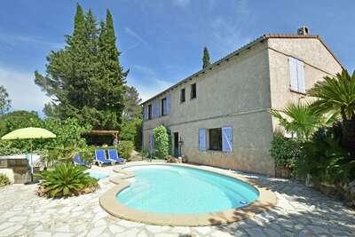 Villa au calme près de la plage de Fréjus avec piscine