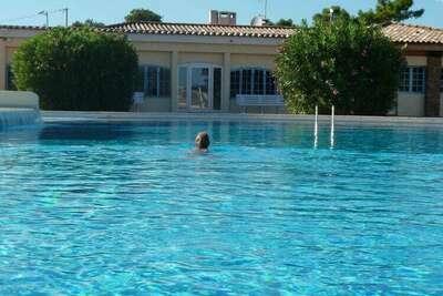 Charmante maison de vacances à Fréjus en France avec piscine