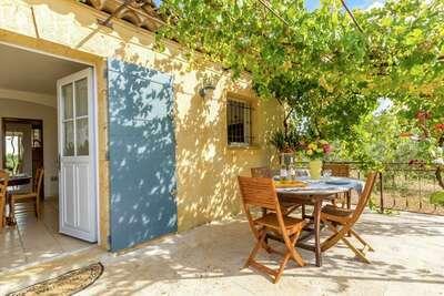 Maison de vacances indépendante avec piscine commune, située près de Aups, la capitale de la truffe