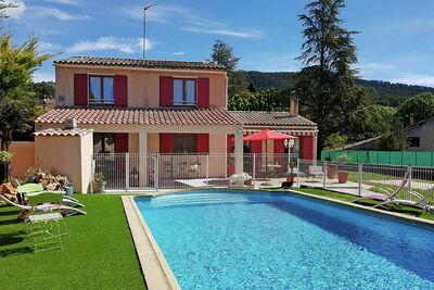 Villa moderne avec piscine à Aups