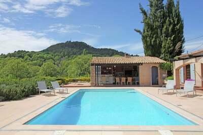 Luxueuse maison de vacances avec piscine privée à Salernes