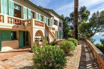 Superbe villa à Rayol-Canadel-sur-Mer, située près de la mer