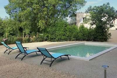 Belle villa moderne climatisée avec piscine privée près de Carpentras