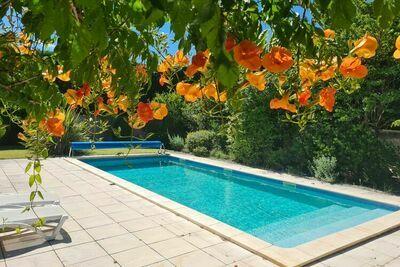 Villa moderne à Saint-Pierre-de-Vassols avec piscine privée