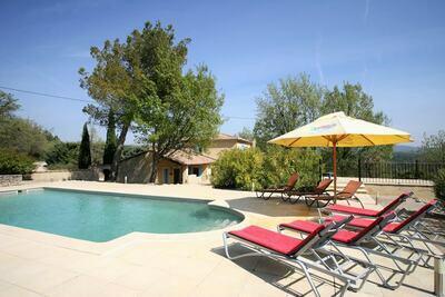 Luxueuse villa avec piscine privée à Saignon, France
