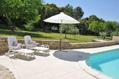 Maison provençale, piscine, jardin 3000 m2, milieu Luberon