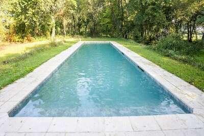 Demeure rustique à Liglet France avec piscine