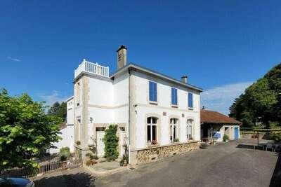 Maison de vacances vintage en Limousin avec double terrasse