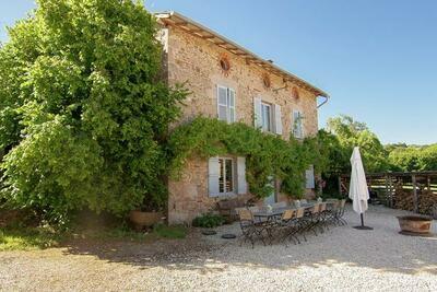 Maison indépendante, très spacieuse et caractéristique, avec une grande terrasse et une piscine