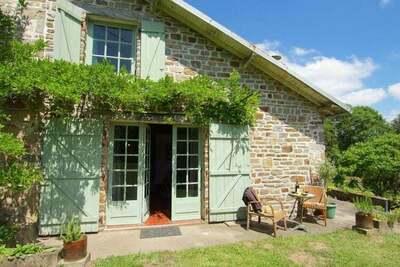 Charmant cottage avec jardin à Ladignac-le-Long