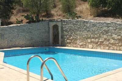 Villa luxueuse avec piscine à Malades en Crète