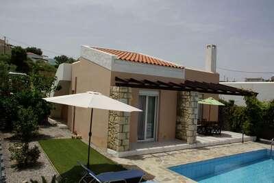 Villa paisible avec piscine à Loutra en Crète