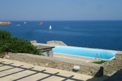 Villa ensoleillée à Paros avec piscine