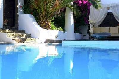 Spacieuse villa à Megalochori à Santorin avec piscine