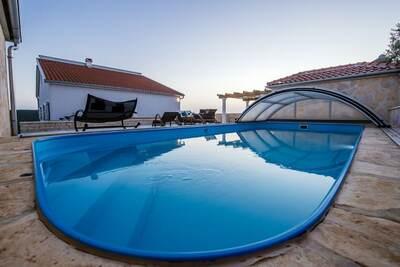 Belle maison de vacances à Debeljak avec piscine