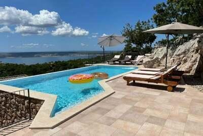 Belle maison de vacances avec piscine privée à Starigrad